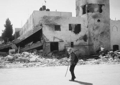 Derek visits Arafat's quarters in Palestine, 2002
